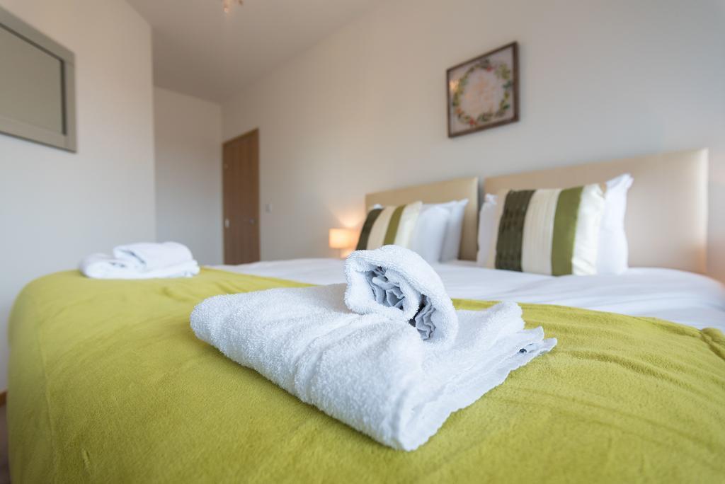 Corporate-Apartments-Swindon---The-Quadrant-Apartments-Near-Swindon-Designer-Outlet---Urban-Stay-20