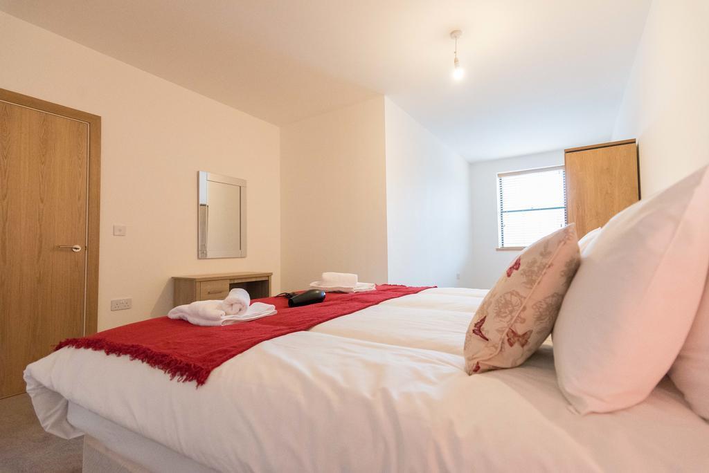 Corporate-Apartments-Swindon---The-Quadrant-Apartments-Near-Swindon-Designer-Outlet---Urban-Stay-22