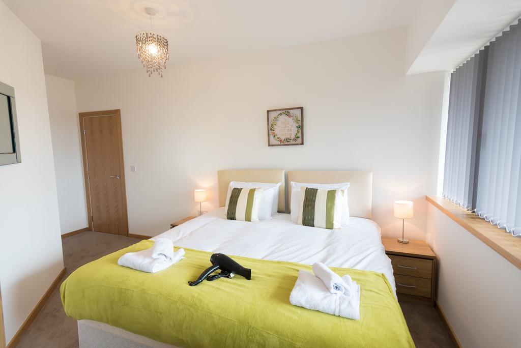 Corporate-Apartments-Swindon---The-Quadrant-Apartments-Near-Swindon-Designer-Outlet---Urban-Stay-24