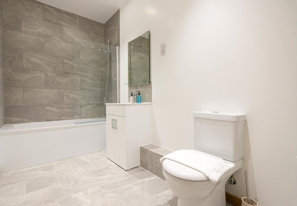 Corporate-Apartments-Swindon---The-Quadrant-Apartments-Near-Swindon-Designer-Outlet---Urban-Stay-3