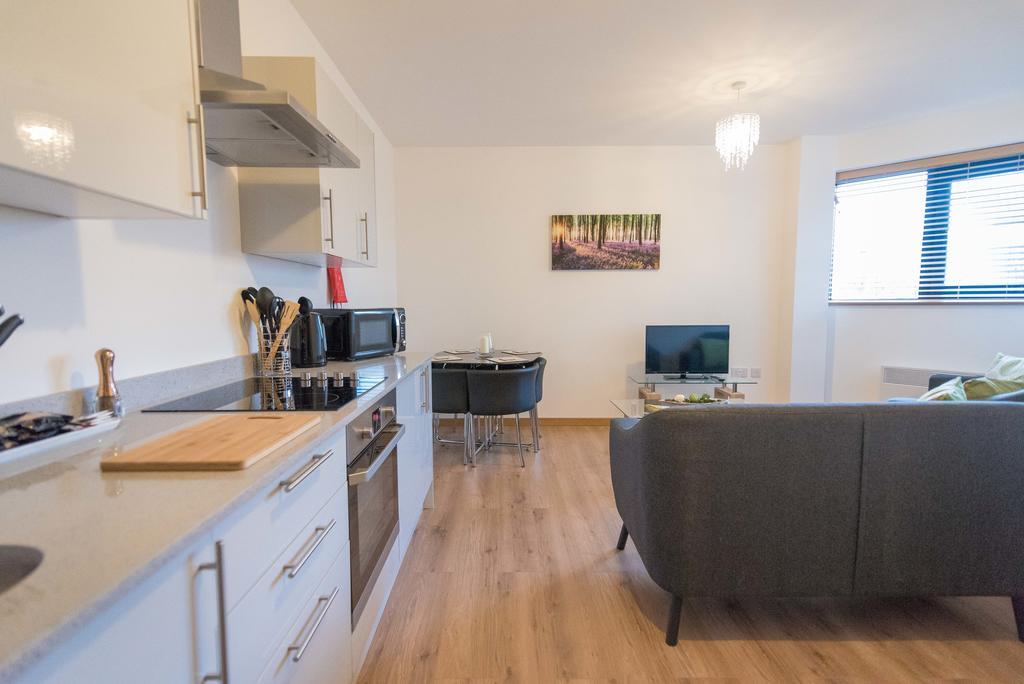 Corporate-Apartments-Swindon---The-Quadrant-Apartments-Near-Swindon-Designer-Outlet---Urban-Stay-4