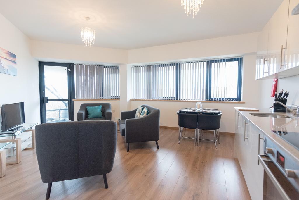 Corporate-Apartments-Swindon---The-Quadrant-Apartments-Near-Swindon-Designer-Outlet---Urban-Stay-7
