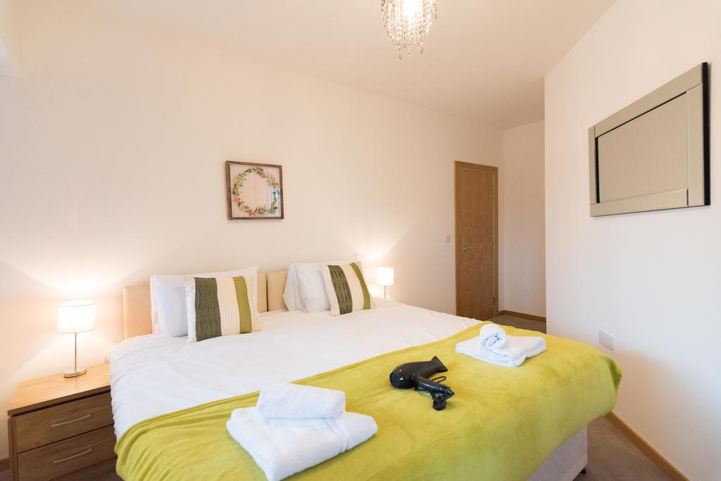 Corporate-Apartments-Swindon---The-Quadrant-Apartments-Near-Swindon-Designer-Outlet---Urban-Stay-8