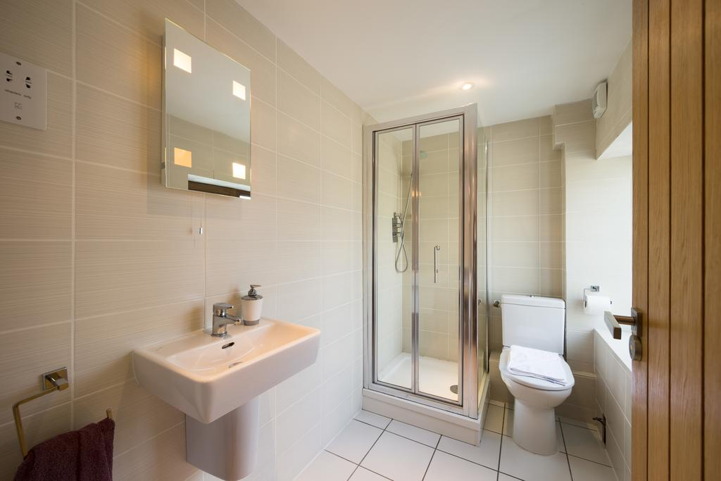 Didcot-Serviced-Apartments---Westbrook-Street-Apartments-Near-Didcot-Parkway-rail-station-Urban-Stay-2