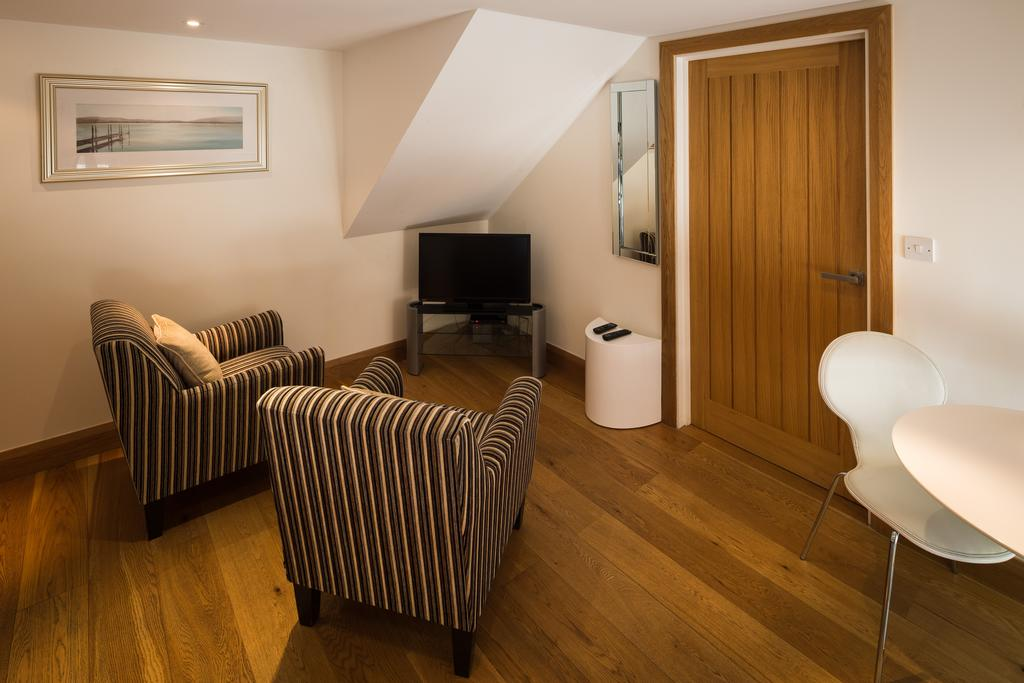 Didcot-Serviced-Apartments---Westbrook-Street-Apartments-Near-Didcot-Parkway-rail-station-Urban-Stay-4