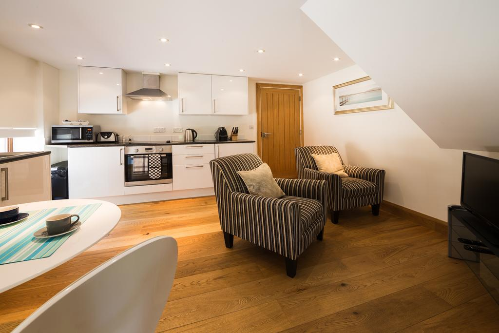 Didcot-Serviced-Apartments---Westbrook-Street-Apartments-Near-Didcot-Parkway-rail-station-Urban-Stay-5