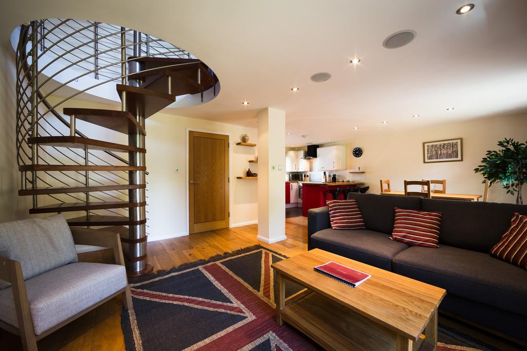 Didcot-Serviced-Apartments---Westbrook-Street-Apartments-Near-Didcot-Parkway-rail-station-Urban-Stay-9