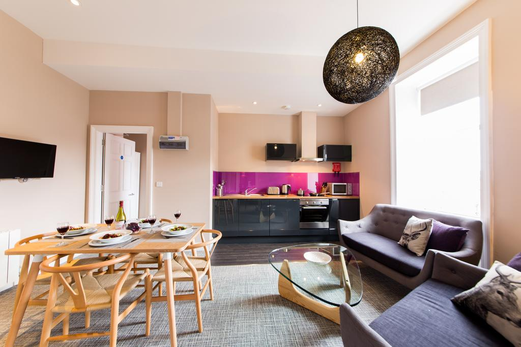 Edinburgh-Accommodation-Hanover-Street-Apartments-UK-near-National-Gallery-of-Scotland-Urban-Stay-11