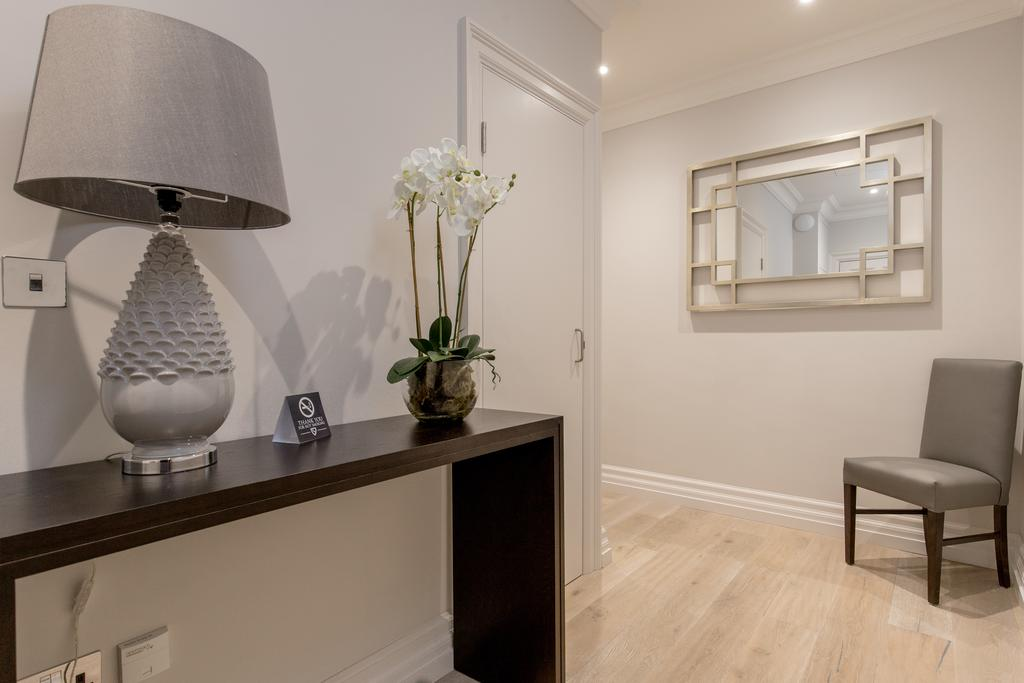 Edinburgh-Corporate-Apartments---Chisholm-Hunter-Apartments-Frederick-Street-Urban-Stay-10