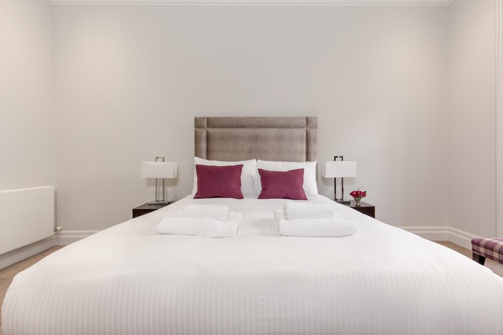 Edinburgh-Corporate-Apartments---Chisholm-Hunter-Apartments-Frederick-Street-Urban-Stay-12