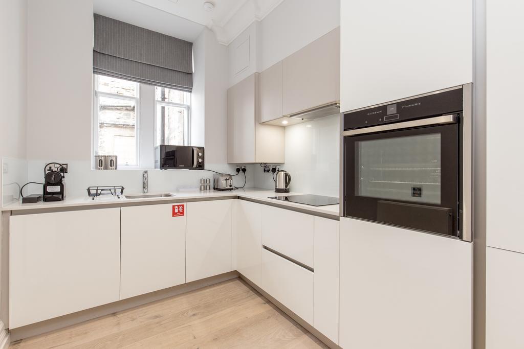 Edinburgh-Corporate-Apartments---Chisholm-Hunter-Apartments-Frederick-Street-Urban-Stay-15
