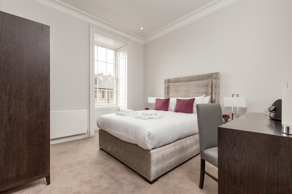 Edinburgh-Corporate-Apartments---Chisholm-Hunter-Apartments-Frederick-Street-Urban-Stay-9