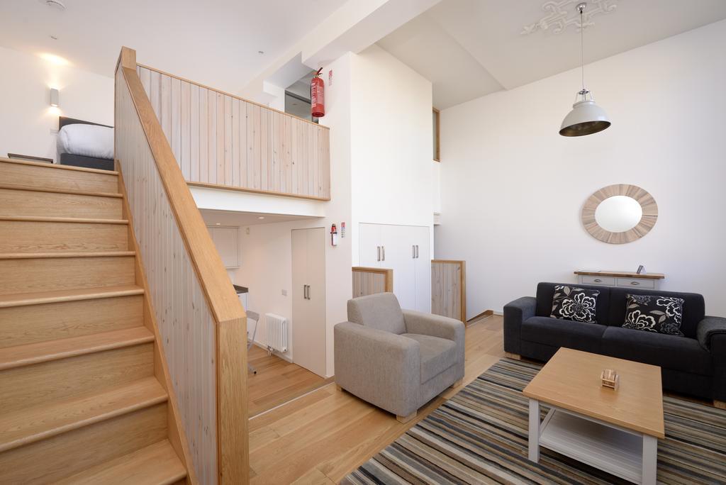 Edinburgh-Luxury-Accommodation---Broughton-Street-Apartments-Near-Omni-Centre---Urban-Stay-12