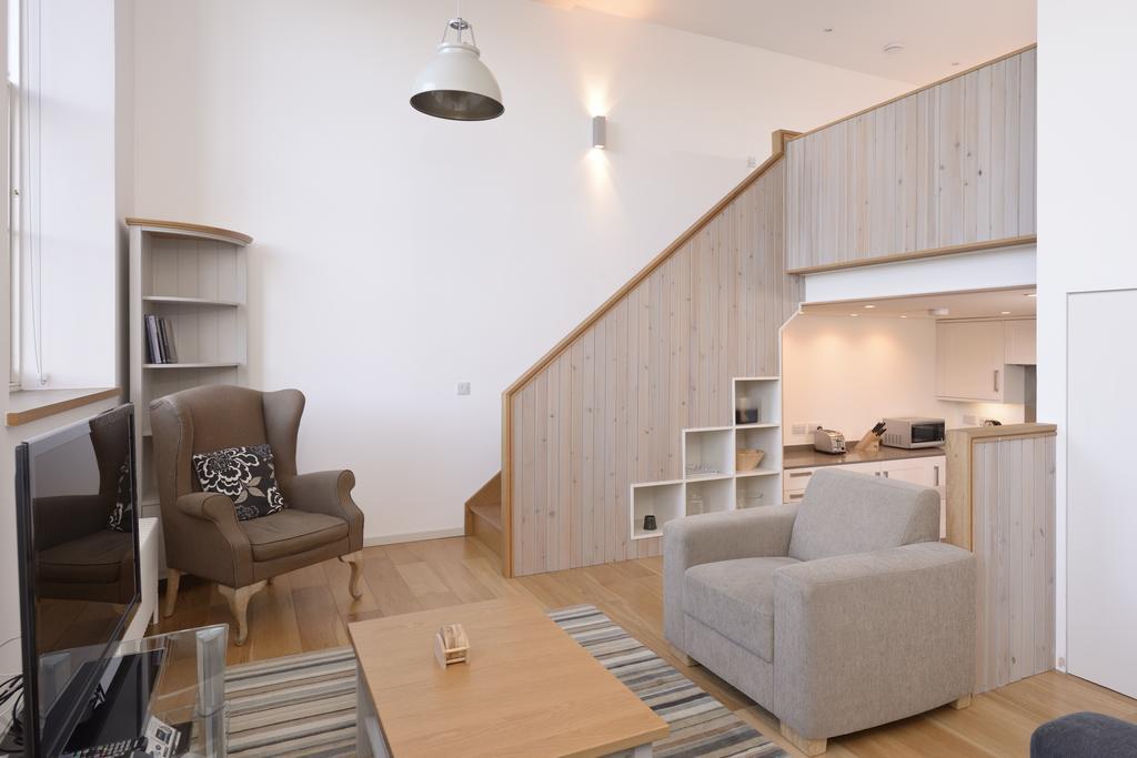 Edinburgh-Luxury-Accommodation---Broughton-Street-Apartments-Near-Omni-Centre---Urban-Stay-13