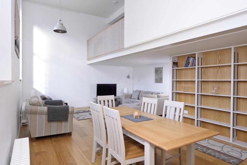 Edinburgh-Luxury-Accommodation---Broughton-Street-Apartments-Near-Omni-Centre---Urban-Stay-17