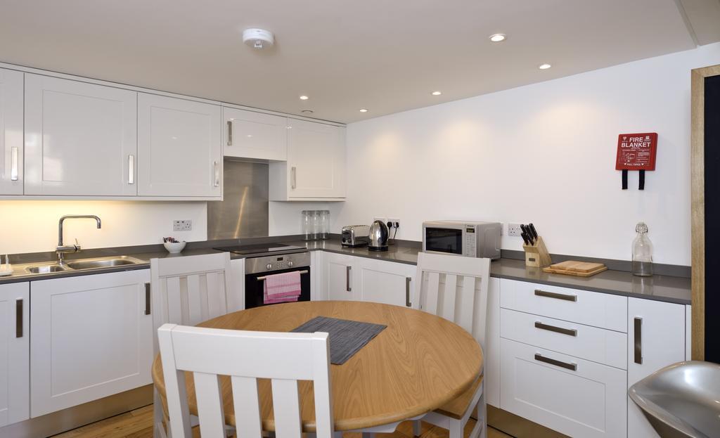 Edinburgh-Luxury-Accommodation---Broughton-Street-Apartments-Near-Omni-Centre---Urban-Stay-18
