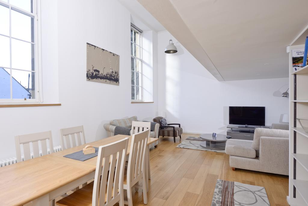 Edinburgh-Luxury-Accommodation---Broughton-Street-Apartments-Near-Omni-Centre---Urban-Stay-20