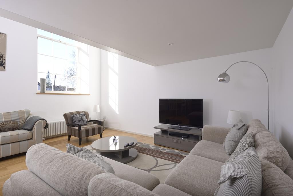 Edinburgh-Luxury-Accommodation---Broughton-Street-Apartments-Near-Omni-Centre---Urban-Stay-23
