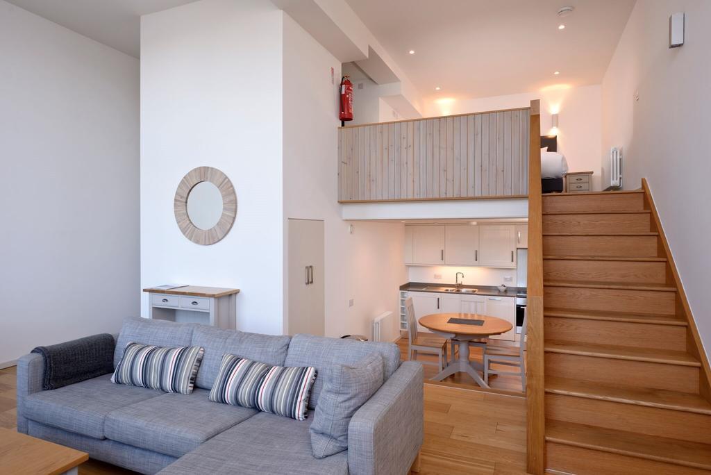 Edinburgh-Luxury-Accommodation---Broughton-Street-Apartments-Near-Omni-Centre---Urban-Stay-3