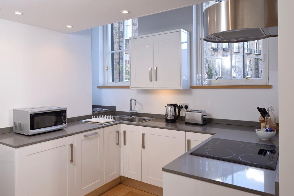Edinburgh-Luxury-Accommodation---Broughton-Street-Apartments-Near-Omni-Centre---Urban-Stay-5