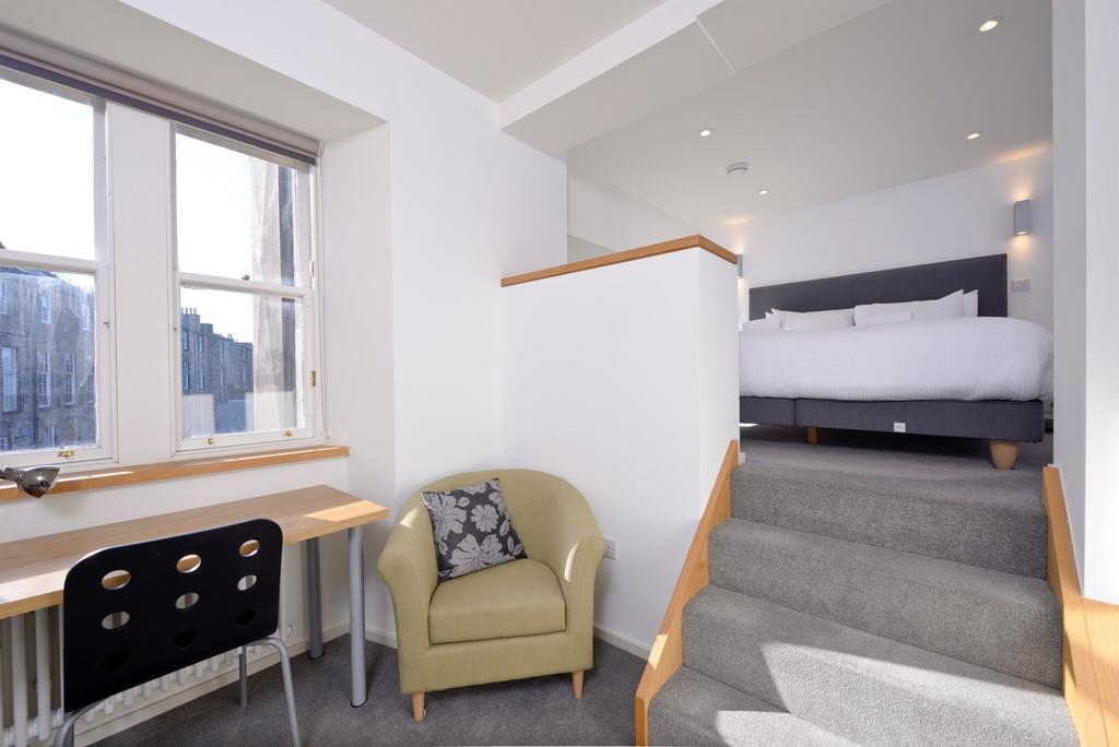 Edinburgh-Luxury-Accommodation---Broughton-Street-Apartments-Near-Omni-Centre---Urban-Stay-9