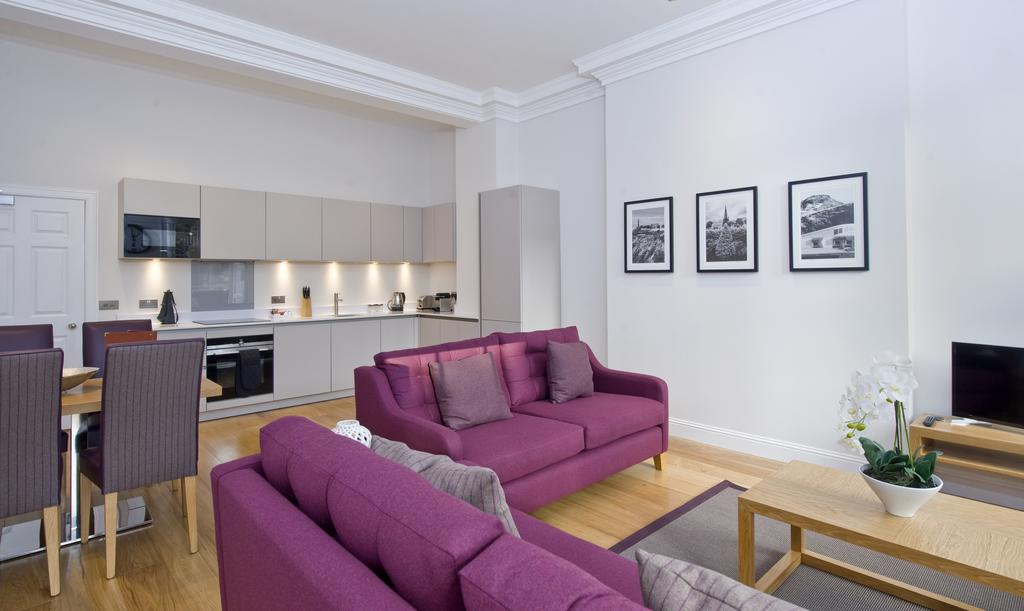 Edinburgh-Self-catering-Apartments---Princes-Street-Apartments---Edinburgh-Castle---Urban-Stay-10