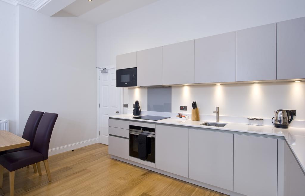 Edinburgh-Self-catering-Apartments---Princes-Street-Apartments---Edinburgh-Castle---Urban-Stay-11