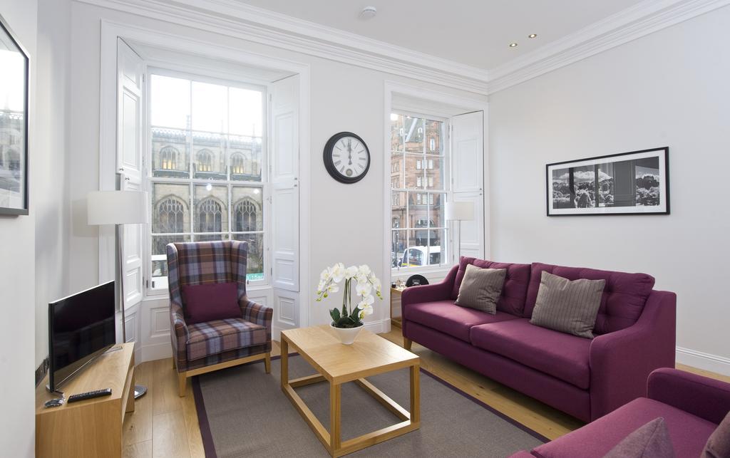 Edinburgh-Self-catering-Apartments---Princes-Street-Apartments---Edinburgh-Castle---Urban-Stay-12