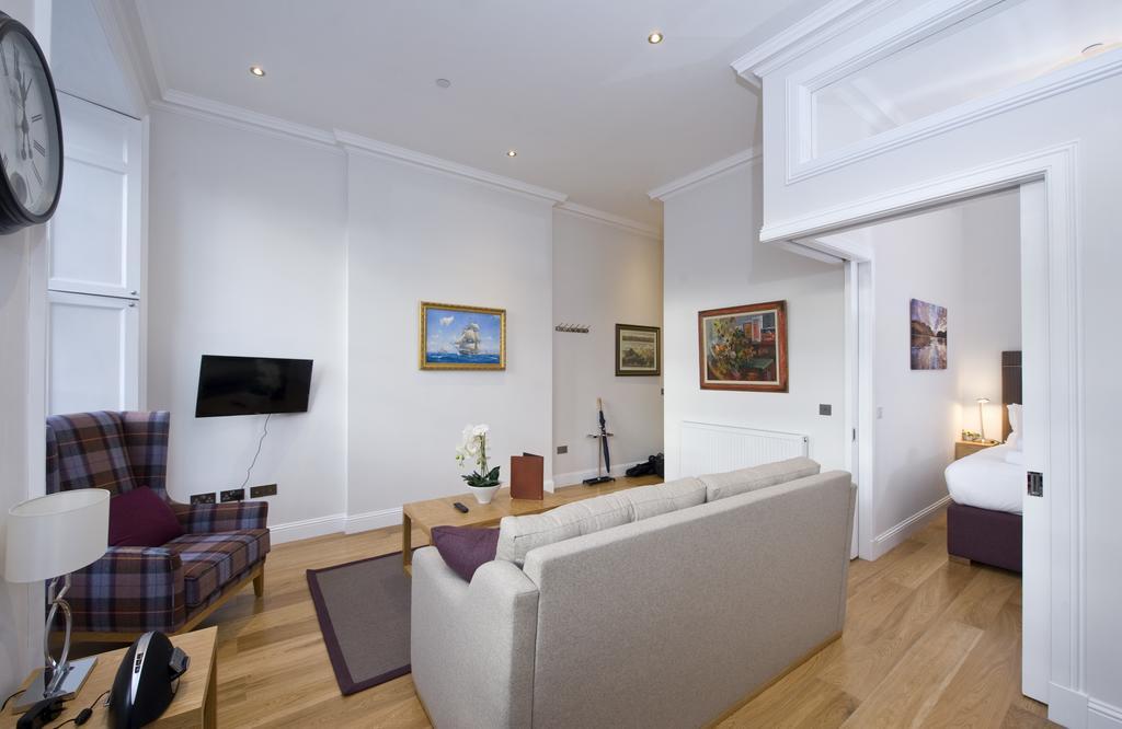 Edinburgh-Self-catering-Apartments---Princes-Street-Apartments---Edinburgh-Castle---Urban-Stay-14