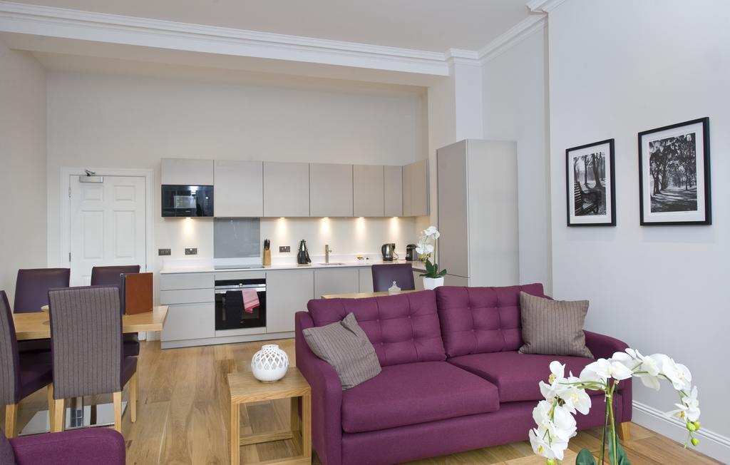 Edinburgh-Self-catering-Apartments---Princes-Street-Apartments---Edinburgh-Castle---Urban-Stay-16