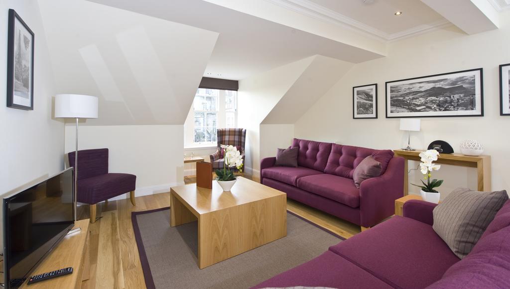 Edinburgh-Self-catering-Apartments---Princes-Street-Apartments---Edinburgh-Castle---Urban-Stay-17