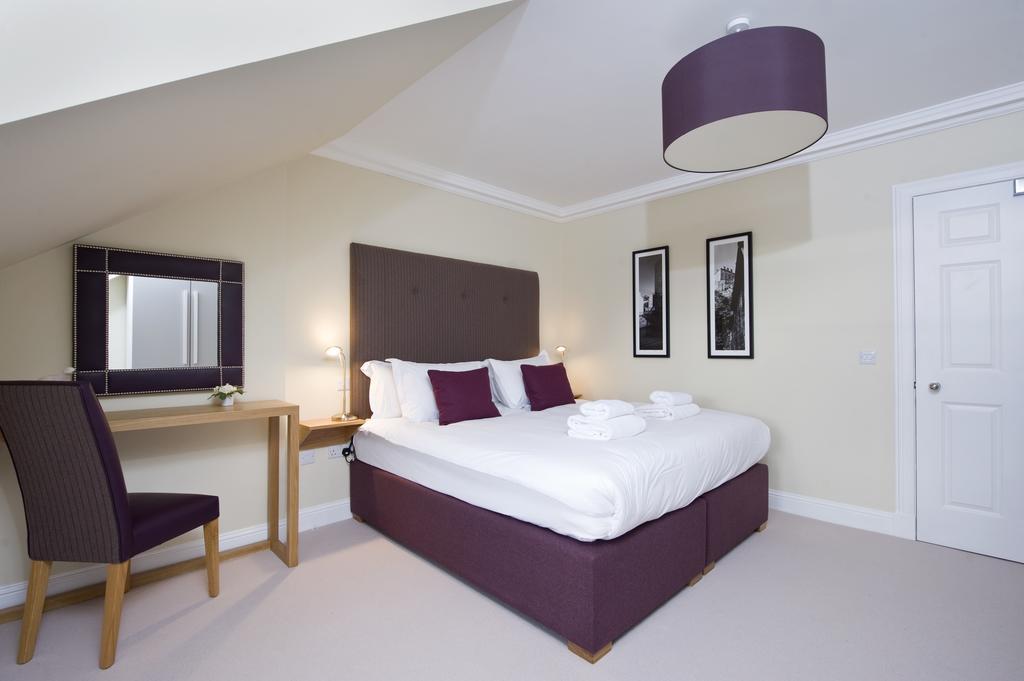 Edinburgh-Self-catering-Apartments---Princes-Street-Apartments---Edinburgh-Castle---Urban-Stay-18