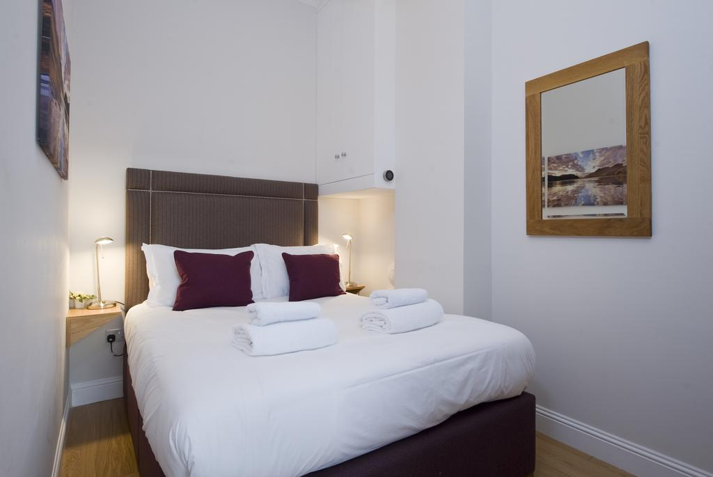 Edinburgh-Self-catering-Apartments---Princes-Street-Apartments---Edinburgh-Castle---Urban-Stay-5
