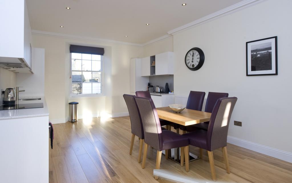 Edinburgh-Self-catering-Apartments---Princes-Street-Apartments---Edinburgh-Castle---Urban-Stay-7