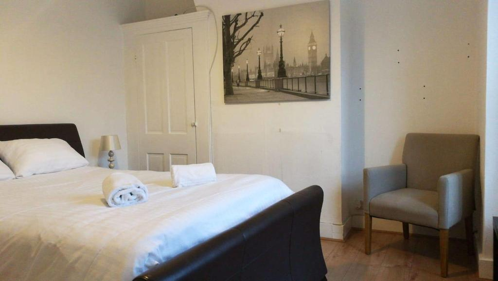 Gillingham Serviced Apartments - Terrace Accommodation - Rainham Road - Urban Stay 5
