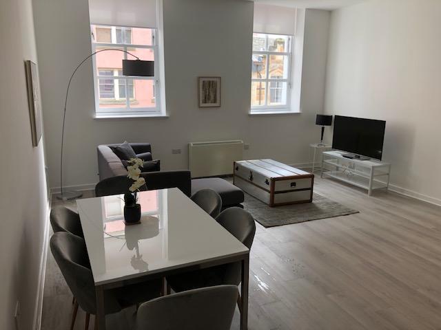 Glasgow-Cheap-Accommodation---Candleriggs-Court-Apartments-Near-Buchanan-Galleries---Urban-Stay-8