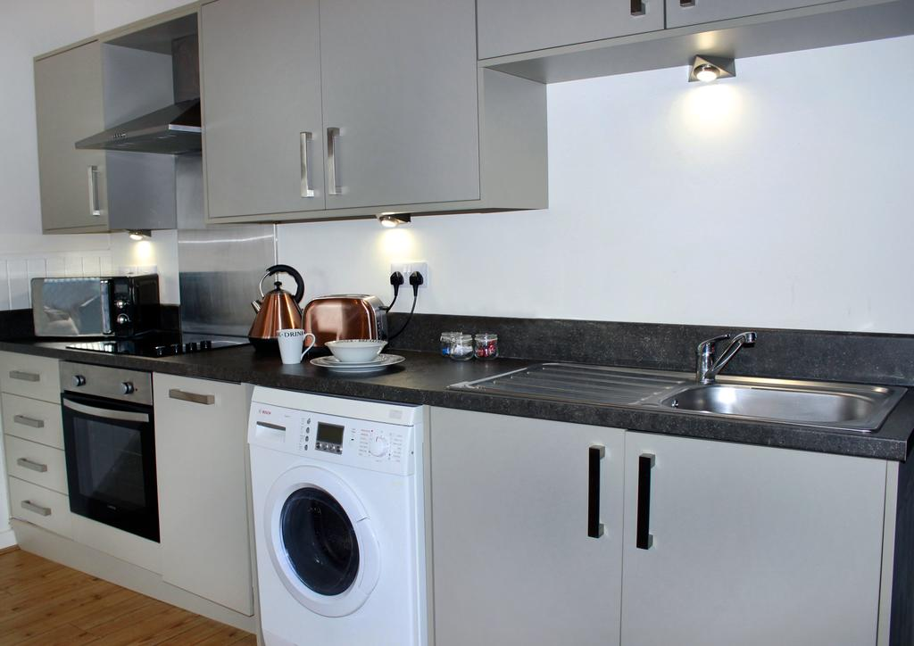 Hull-Corporate-Apartments--James-Reckitt-Library-Apartments-Near-Hull-New-Theatre---Urban-Stay-11