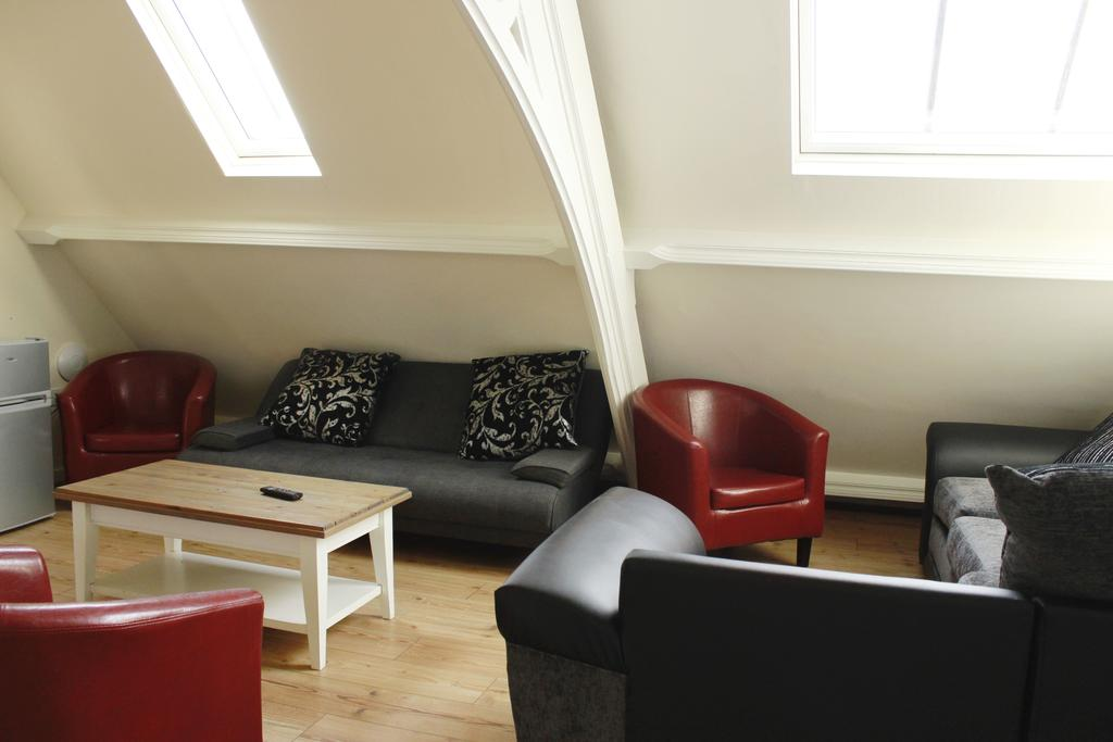 Hull-Corporate-Apartments--James-Reckitt-Library-Apartments-Near-Hull-New-Theatre---Urban-Stay-2