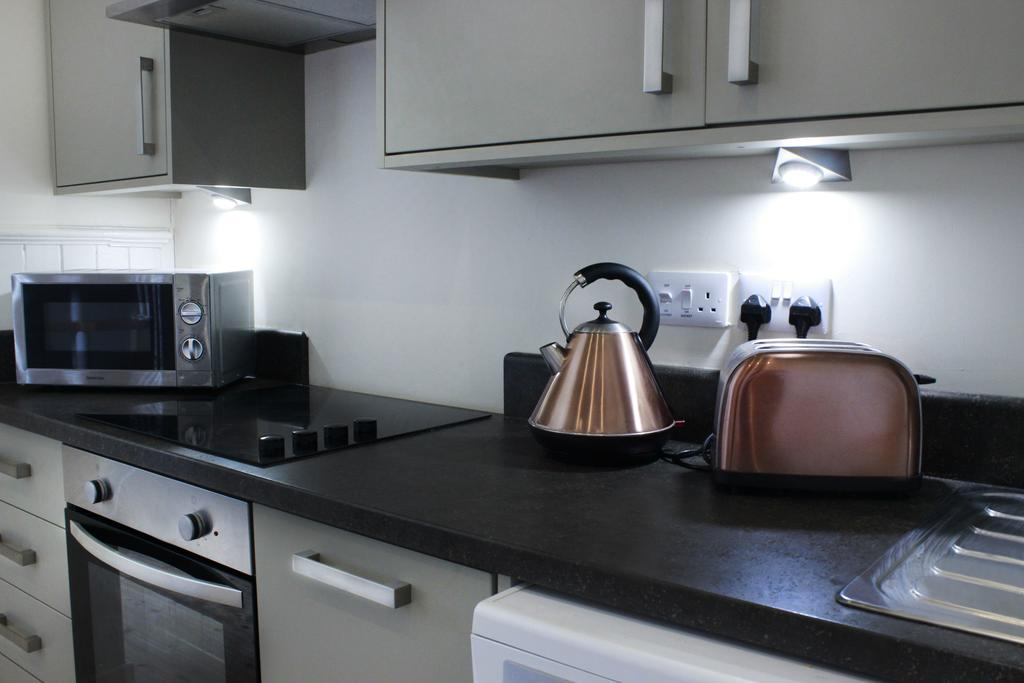 Hull-Corporate-Apartments--James-Reckitt-Library-Apartments-Near-Hull-New-Theatre---Urban-Stay-5