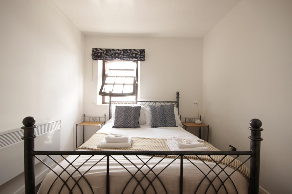 Hull-Serviced-Apartments---Marina-Humber-View-Apartments---Kingston-Street-East-Yorkshire---Urban-Stay-2