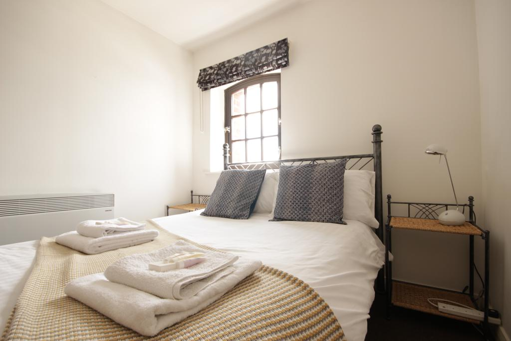 Hull-Serviced-Apartments---Marina-Humber-View-Apartments---Kingston-Street-East-Yorkshire---Urban-Stay