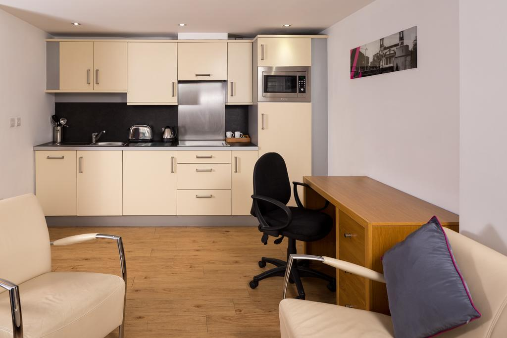 Leeds-Luxury-Accommodation---Leeds-City-West-Apartments-Near-Roundhay-Park---Urban-Stay-10