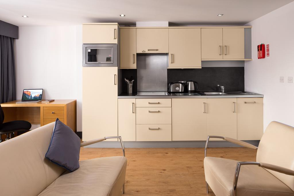 Leeds-Luxury-Accommodation---Leeds-City-West-Apartments-Near-Roundhay-Park---Urban-Stay-3