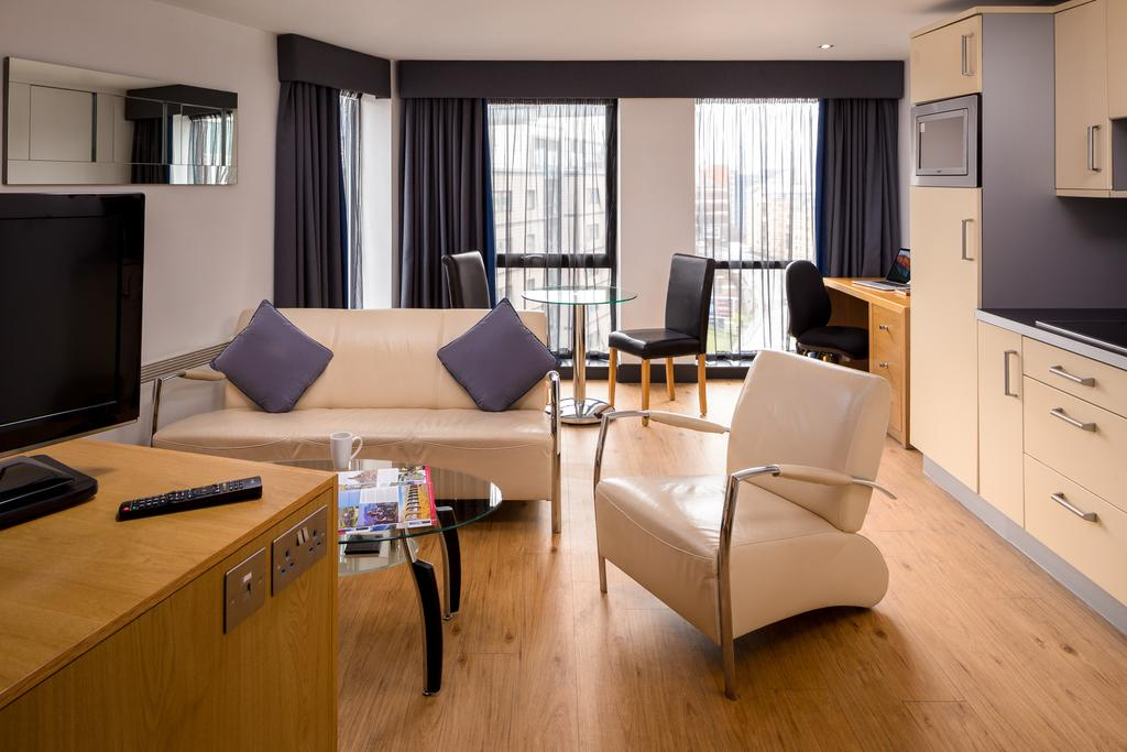Leeds-Luxury-Accommodation---Leeds-City-West-Apartments-Near-Roundhay-Park---Urban-Stay-4
