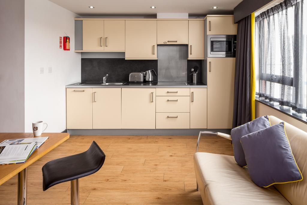 Leeds-Luxury-Accommodation---Leeds-City-West-Apartments-Near-Roundhay-Park---Urban-Stay-6