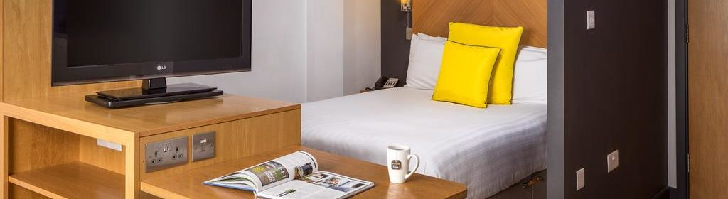 Leeds Luxury Accommodation - Leeds City West Apartments Near Roundhay Park - Urban Stay 7