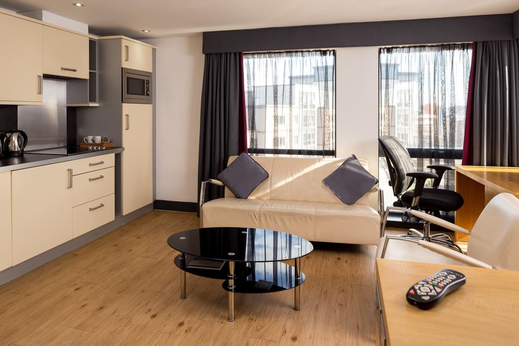 Leeds-Luxury-Accommodation---Leeds-City-West-Apartments-Near-Roundhay-Park---Urban-Stay-9