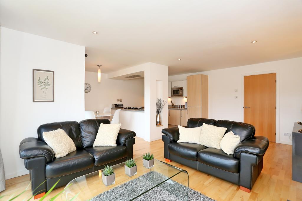 Luxury Accommodation Aberdeen - Burnside Drive Apartments Near Aberdeen Airport - Urban Stay 9