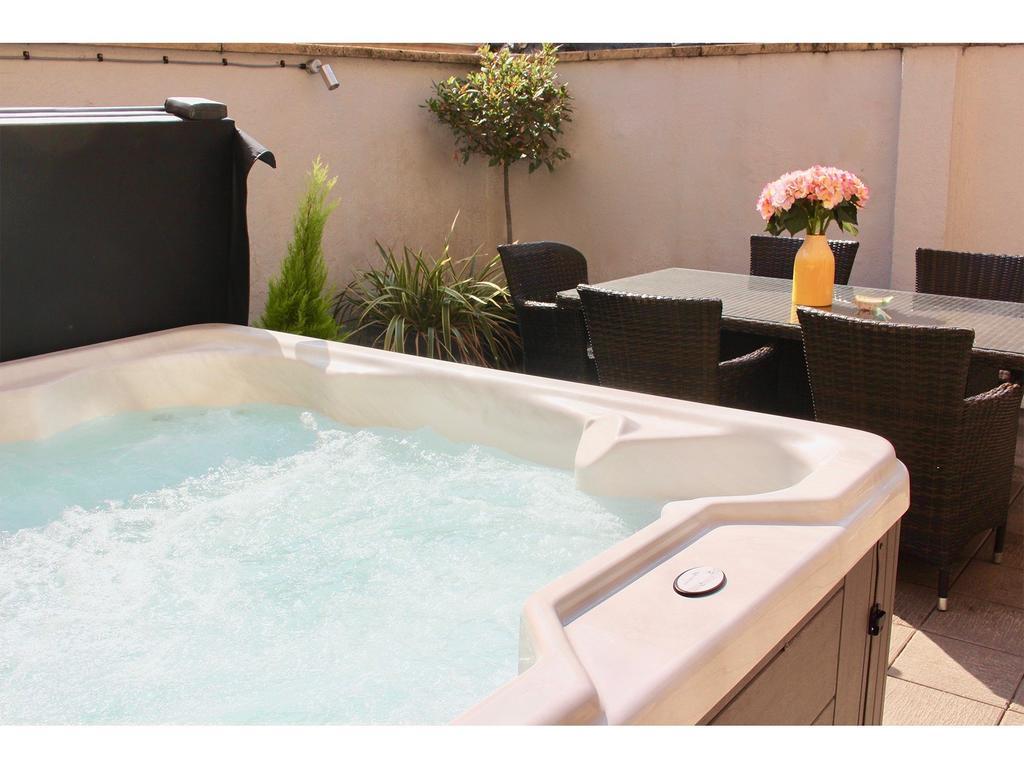 Luxury-Accommodation-Bath---Trim-Street-Apartments-Near-The-Holburne-Museum---Urban-Stay-1
