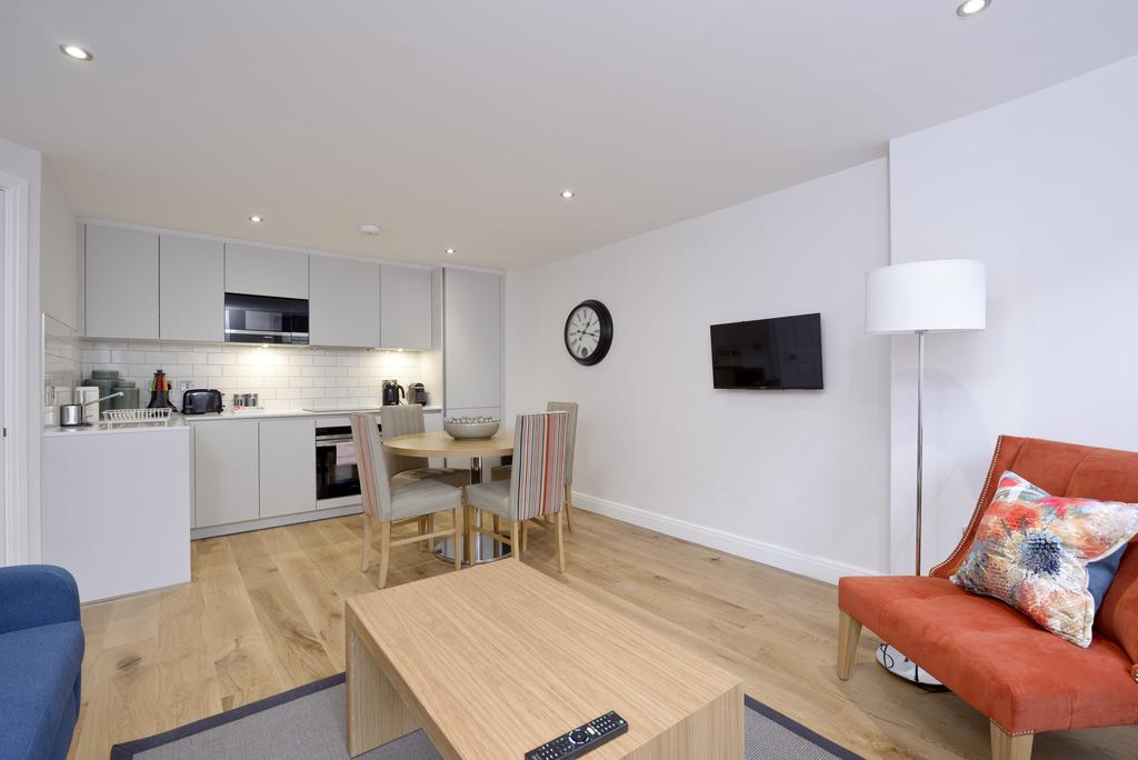 Luxury-Accommodation-Edinburgh---New-Town-Apartments--Thistle-Street---Urban-Stay-1